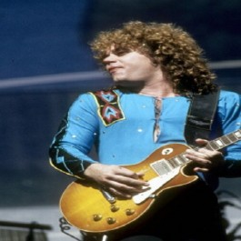 OAKLAND, CA -  JULY 4:  Gary Richrath playing with 'REO Speedwagon' performing at Oakland Coliseum in Oakland, California on July 4, 1980. (Photo by Larry Hulst/Michael Ochs Archives/Getty Images)