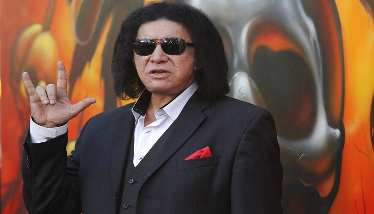 Gene Simmons poses at the fifth annual Golden Gods awards at Club Nokia in Los Angeles, California May 2, 2013.   REUTERS/Mario Anzuoni  (UNITED STATES - Tags: ENTERTAINMENT) - RTXZ8LN