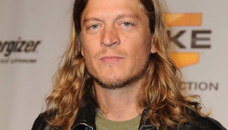 BAND QUITS? Wes Scantlin abandoned on stage by Puddle of