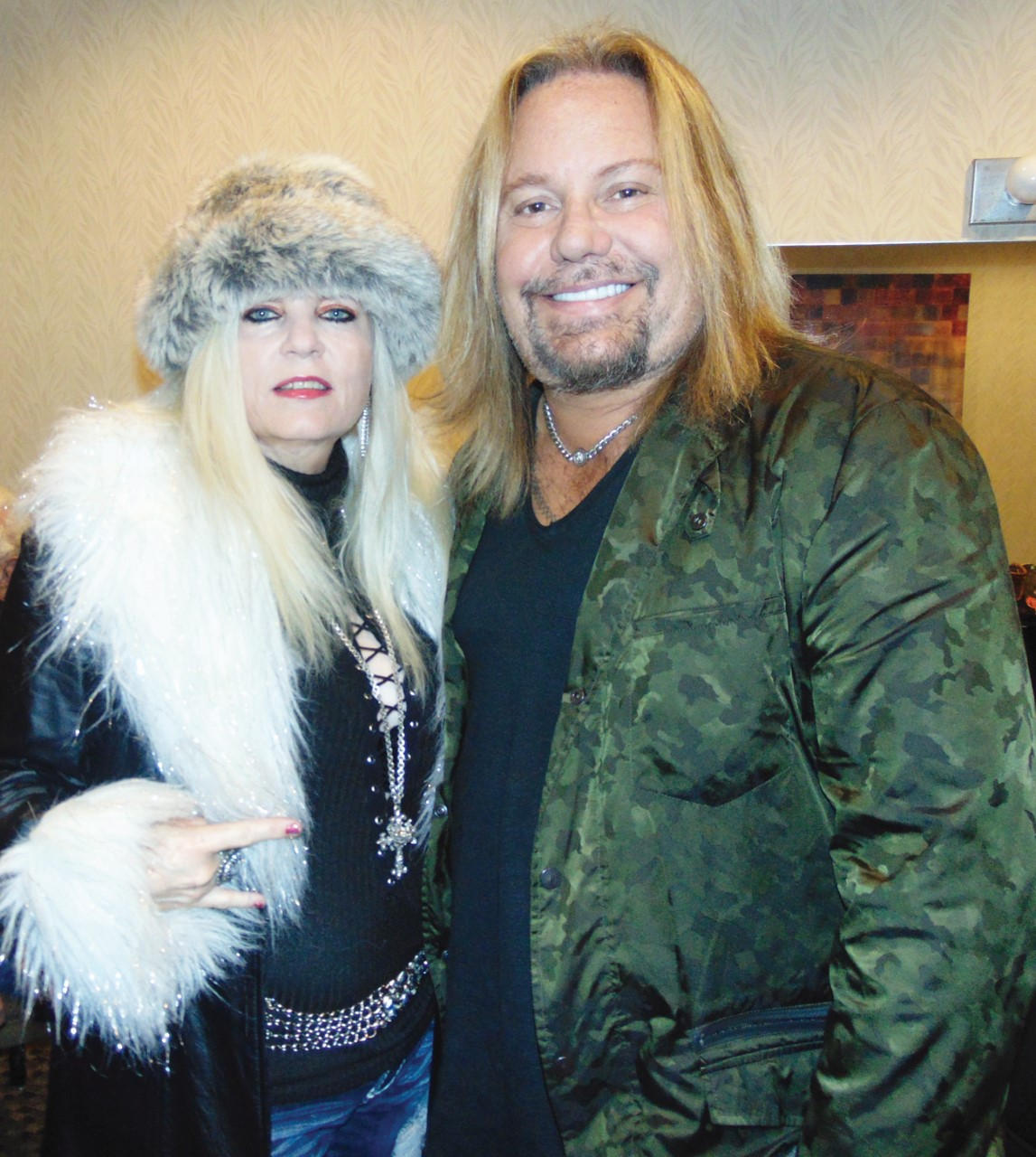 vegas_vince_neil_sally_steele_1