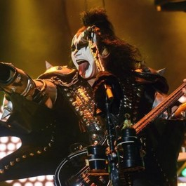 Kiss_Gene_Simmons_May_29_2017_F2