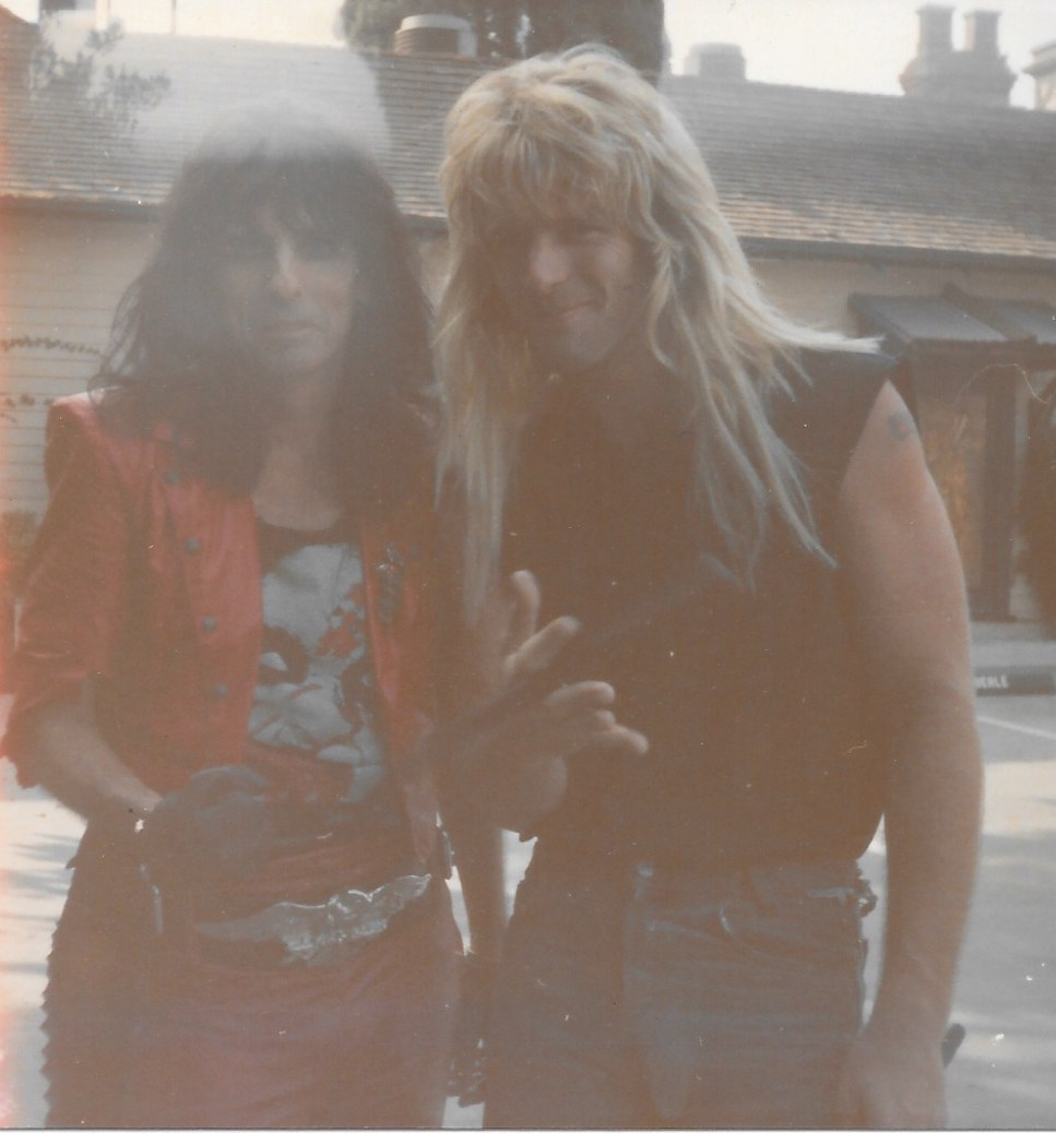 Daz with Alice Cooper during the I got A Line On You video