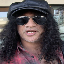Slash_Stalker_GNR_TMZ_March_2018_F2