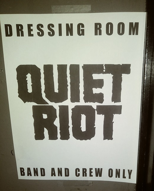 Quiet_Riot_BackStage_Whisky_1