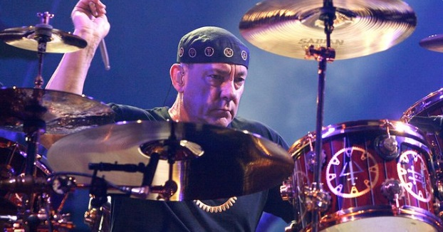 TOOL's Danny Carey Celebrates Neil Peart During Drum Solo